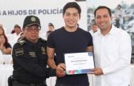 Mauricio Vila inició la entrega de becas universitarias para hijos de policías yucatecos