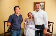 La familia Narváez Cab recibió un cheque por $18,500 del programa