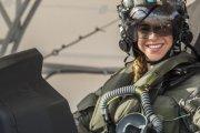 Anneliese Satz , la primera mujer en pilotear un F-35 de combate