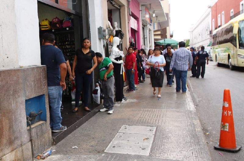 Retiran puestos ambulantes del Centro Histórico