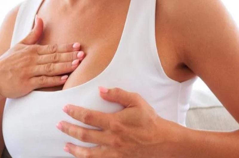 Conoce los seis síntomas que de cáncer de mama más comunes