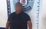 Detiene  a un policía en Cancún por pedir tres mil pesos de