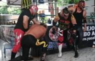 Rey Bucanero recibe dosis de derrota en Mérida, pese a querer engañar al réferi en la Arena Sinyuc