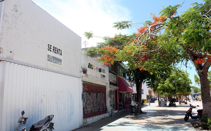 Más negocios cierran en Cancún, debido al cobro de
