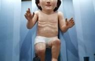 Se burlan de la imagen gigante del Niño Dios