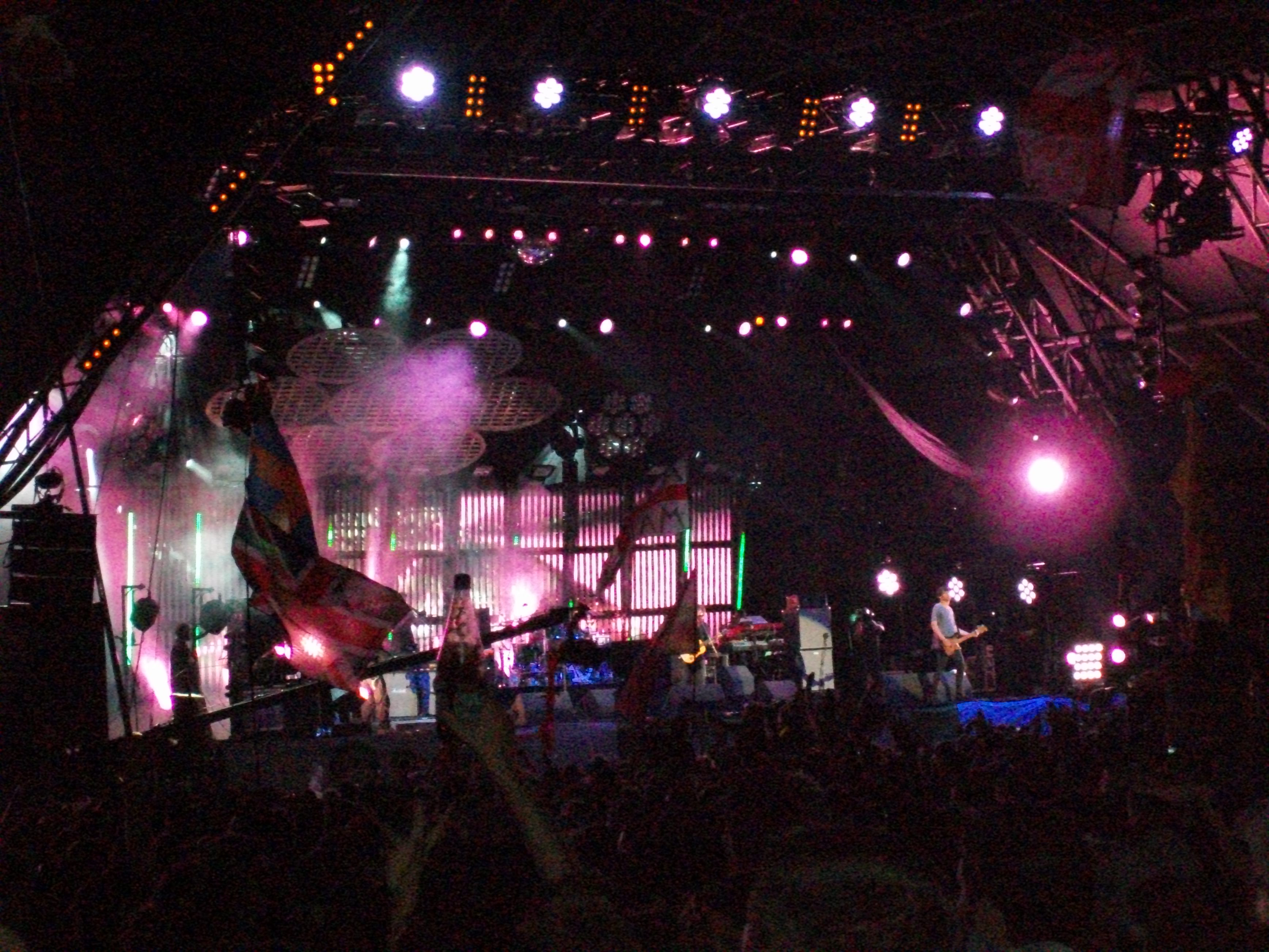 A slightly blurry Blur on the Pyramid Stage