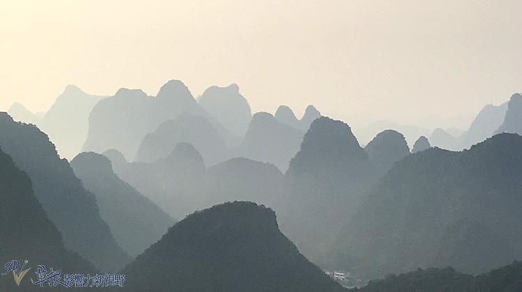 廣西邊境(二三)  桂林陽朔月亮山、大榕樹