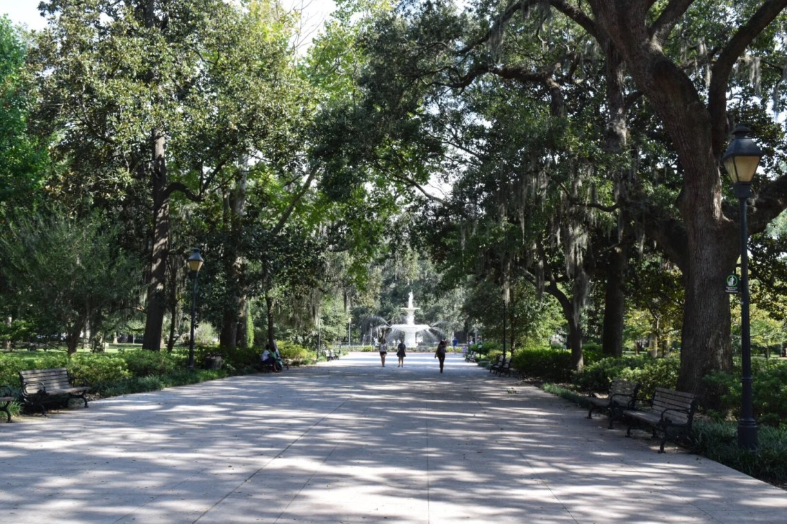 Savannah, Georgia is a gorgeous destination with many picturesque spots. This post details the most photo worthy locations in this historical city.