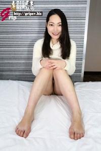 足のサイズ24.5cm!カチカチ足裏の踏み踏み電気アンマ/素人OLの亜希奈ちゃん