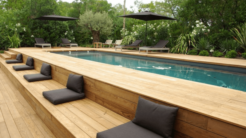 Luxurious pool deck