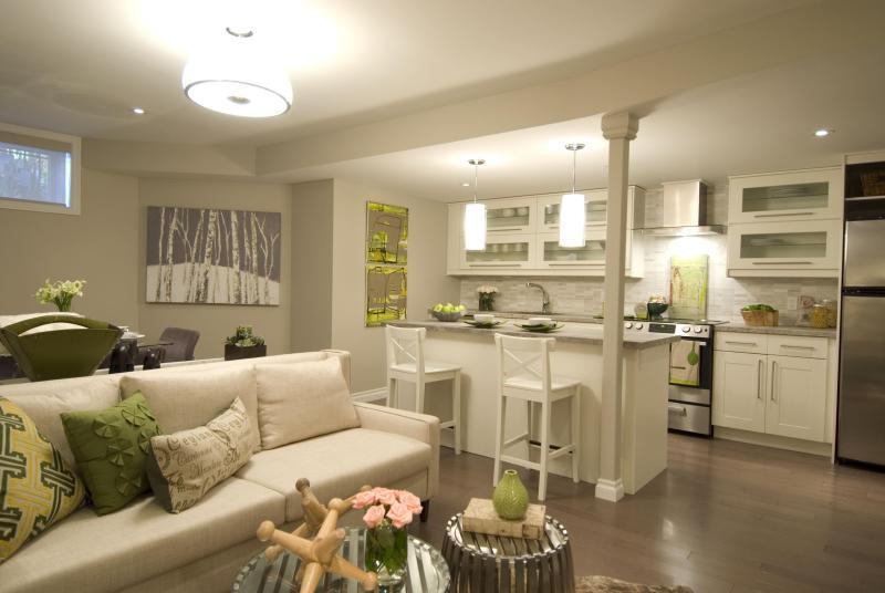 Luxurious White Apartment