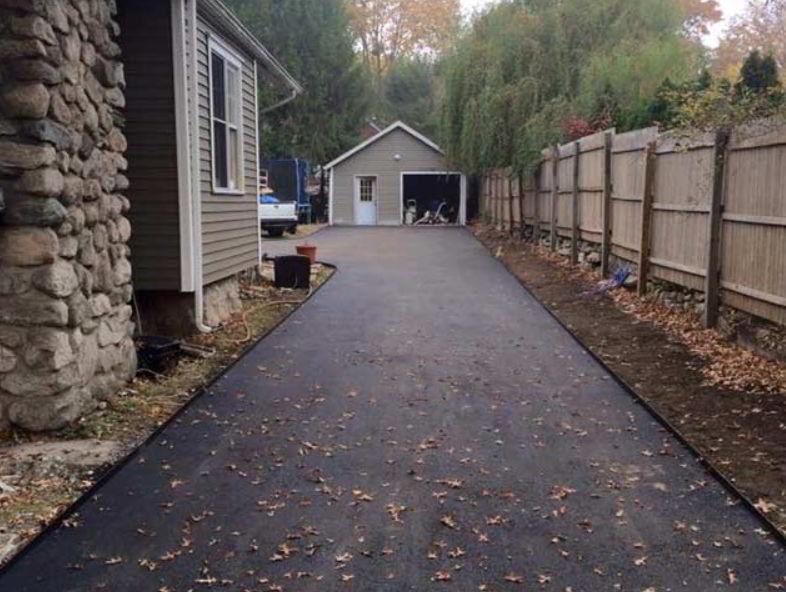 Steel driveway edging design