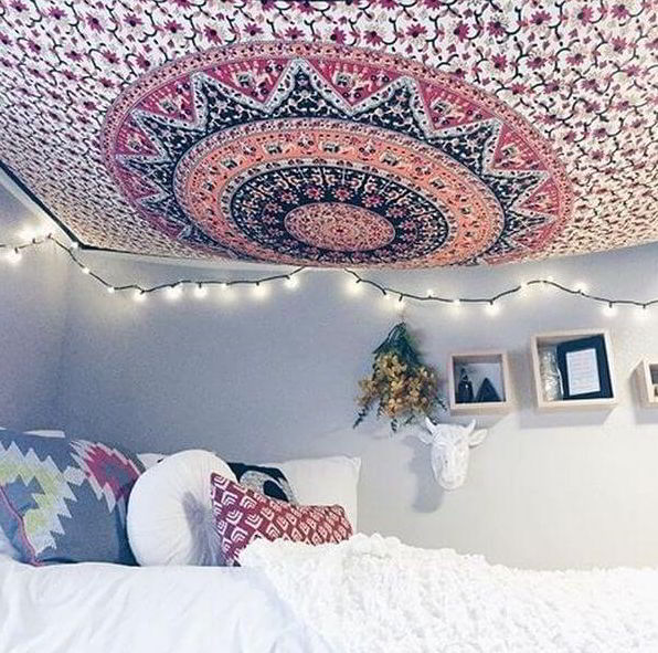 Prepare the tapestry on ceiling