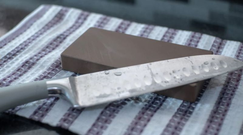 how to use sharpening stone