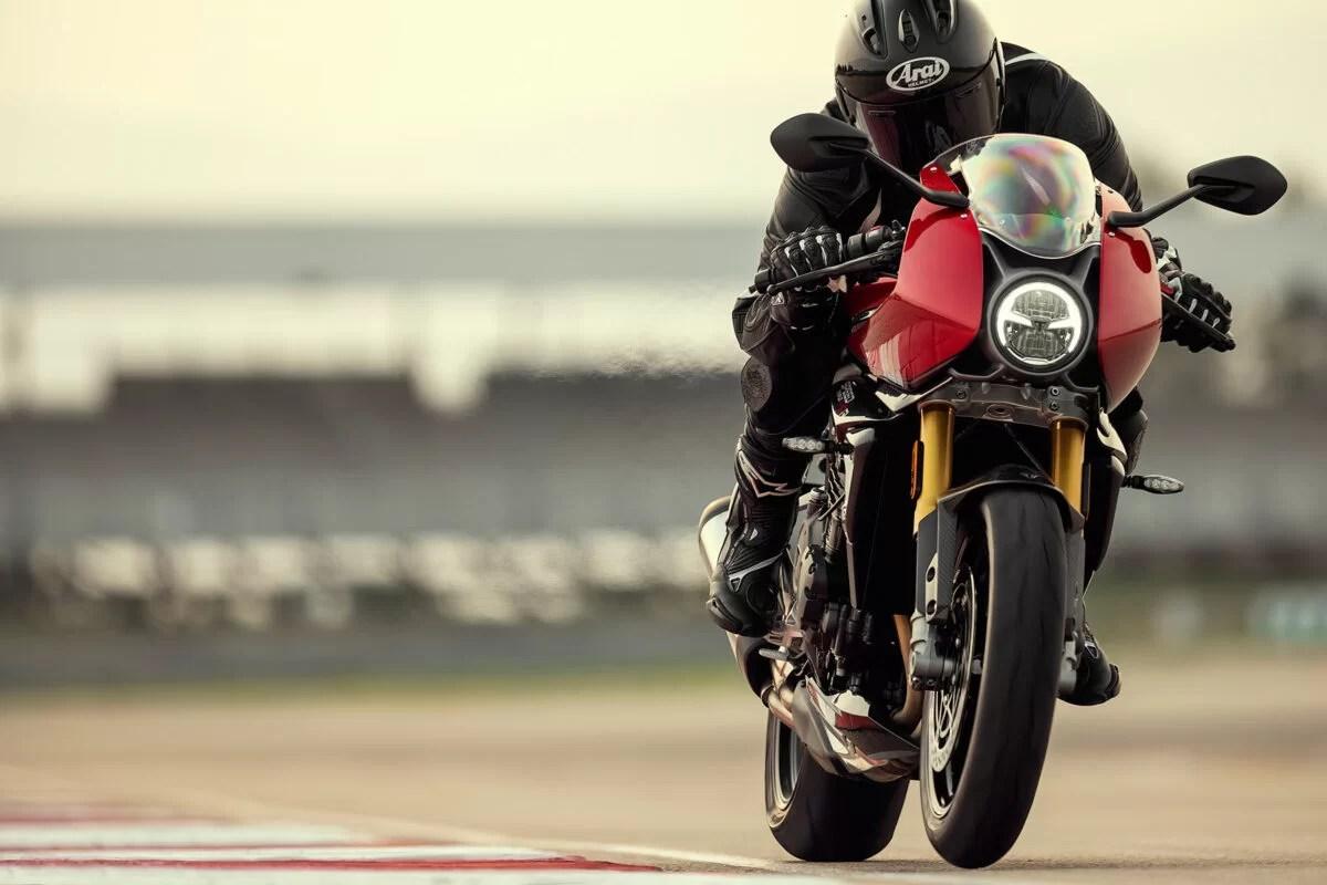 Triumph Speed Triple 1200 RR 2022 dinamicas 3 1200x800 1