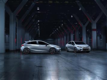 2017-chevrolet-cruze-sedan-and-hatchback-redline-019