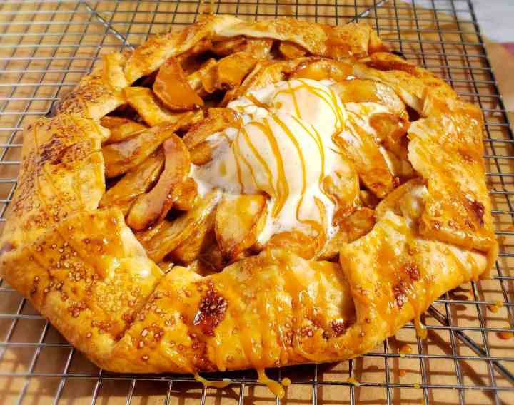 apple galette with caramel 1