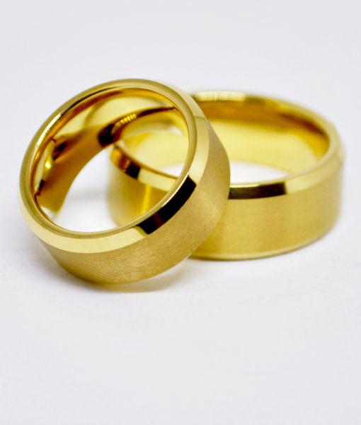 a60d49a12a5 Par alianças de Casamento Tungstênio Chanfrada Fosca banhada a ouro ...