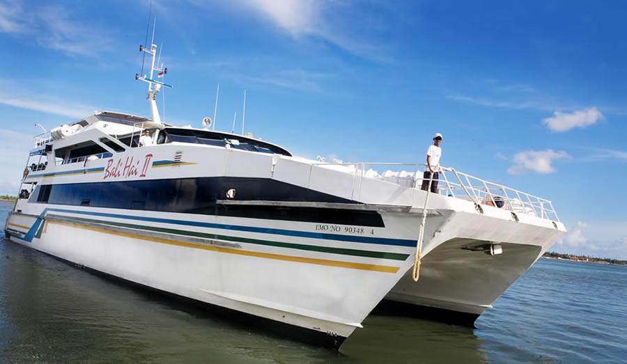 cruising-vessel