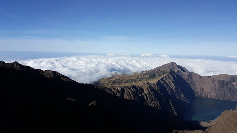 rinjani-volcano-3715296_960_720
