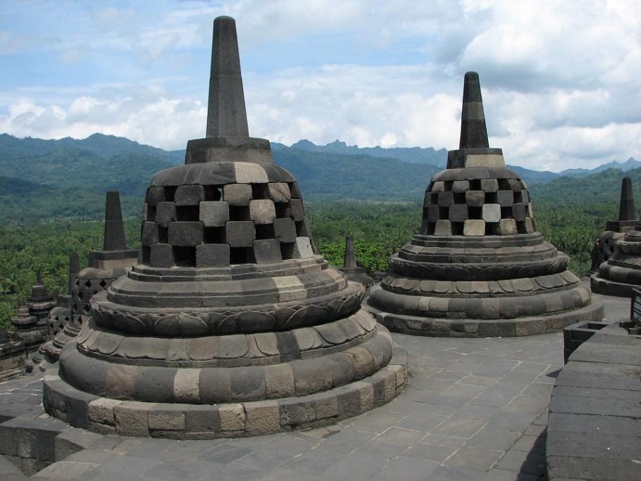 stupa-83774_960_720