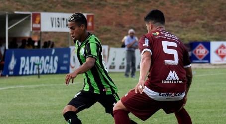 América empata fora de casa e segue na liderança do Mineiro