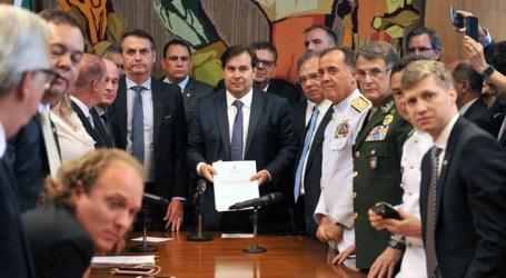 Jair Bolsonaro entrega reforma previdenciária dos militares ao Congresso