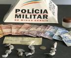 Dupla suspeita de tráfico de drogas é presa com maconha e cheque roubado em Papagaios