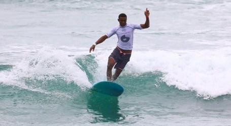 Chloé Calmon conquista título sul-americano de longboard, em Maresias