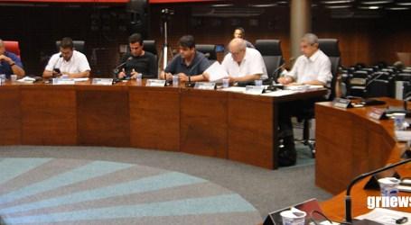 Vereadores aprovam três projetos de lei e homenageiam empresas paraminenses