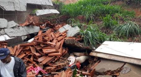 Casa desmorona no Belvedere em Pará de Minas e outra é interditada pela Defesa Civil