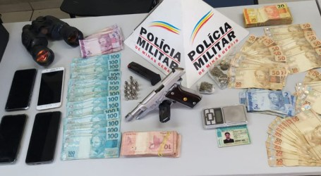 Quatro presos após operação em Torneiros; PM apreendeu dinheiro, pistola e objetos usados no tráfico de drogas