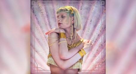 "Norueguesa Aurora lança ""Exist For Love"", seu novo single"