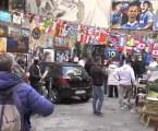 Cidade italiana se une em luto por filho adotivo Maradona
