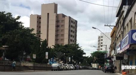 Comerciantes entregam ofício a Elias Diniz pedindo a reabertura do comércio; prefeito responderá na segunda