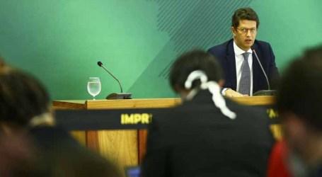 Salles diz que ações para combater desmatamento na Amazônia serão desencadeadas em maio