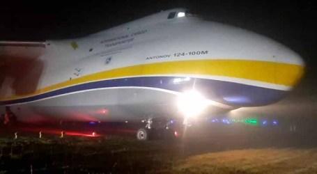 Avião cargueiro Antonov derrapa e sai da pista em Guarulhos