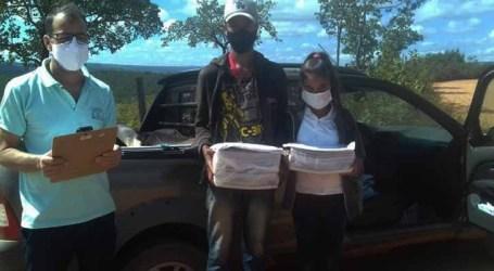 Estudantes mineiros sem acesso à internet recebem PETs impressos