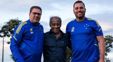 Mirando o duelo contra o Goiás, Cruzeiro se reapresenta e recebe visitas especiais