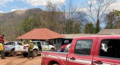 Incêndio que deixou turistas ilhados espalha por 20 km na Chapada dos Veadeiros