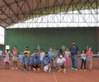 Crianças atendidas pelos PROMAF's aprendem a jogar tênis no projeto Match Point