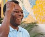 Com instabilidade respiratória, Pelé volta para UTI
