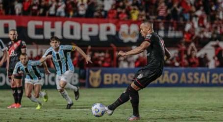 Atlético-GO vence e mantém o Grêmio na vice-lanterna do Brasileirão