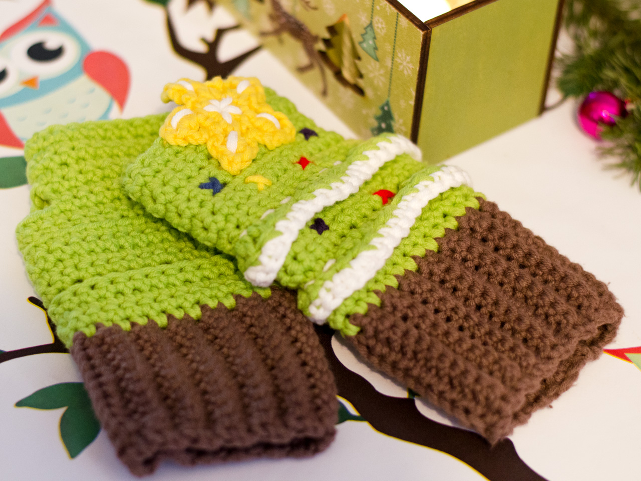 Crochet Christmas Tree Mittens