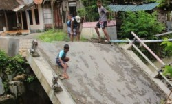 Jembatan di Jalur Kedungjati-Boyolali Ambrol, Lalu Lintas Lumpuh, Warga Terisolir Kendaraan Harus Berputar hingga 10 Kilometer, Pemkab Grobogan Segera Bangun Jembatan Darurat
