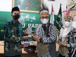 Ketua PWNU Papua Ungkapkan Kenangan Berkesan dengan Mbah Moen saat Menerima Kunjungan Taj Yasin Maimoen