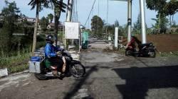 Fondasi Jembatan Gantung di Kajor Selo Longsor, Pejalan Kaki Pun Dilarang Melintas