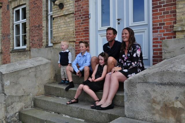 Familien på trappen