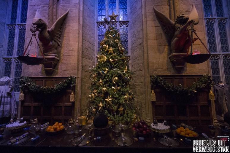 Grote Zaal met kerstbomen en kerstdiner in de Warner Bros. Studio Tour London