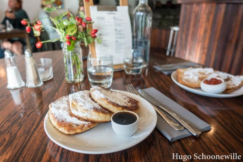 Ontbijt in Groningen bij Pernikkel: pancakes en wentelteefjes.